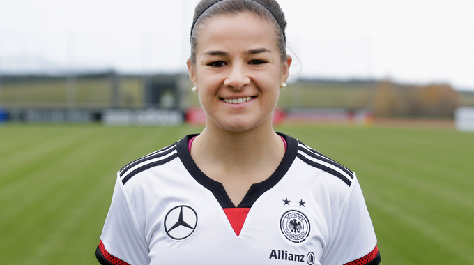 Profile picture of Lena Lotzen