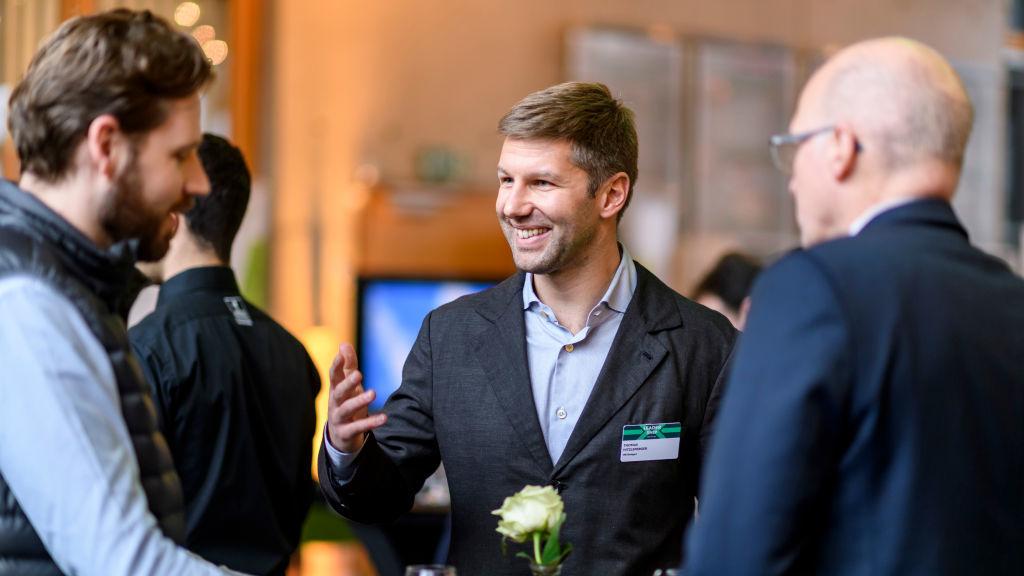 Niklas Jansen und Thomas Hitzlsperger im Gespräch