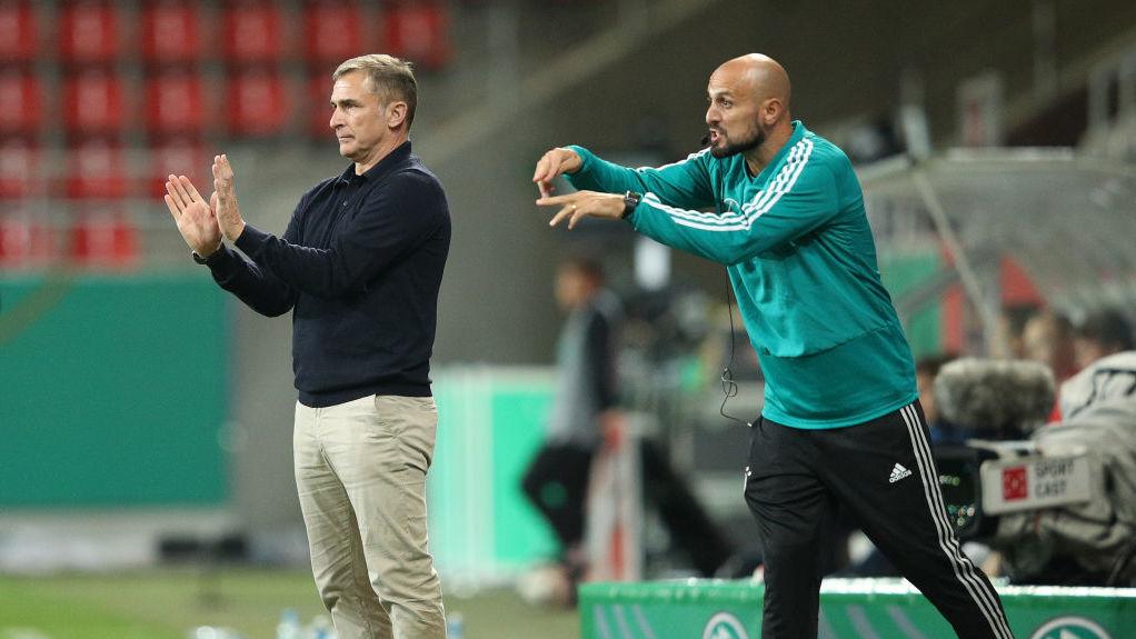 Stefan Kuntz gibt taktische Instruktionen
