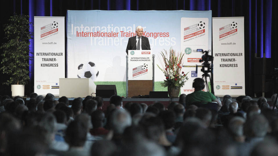 Lutz Hangartner (BDFL-Präsident) beim Internationalen Trainer Kongress 2018 in Dresden.