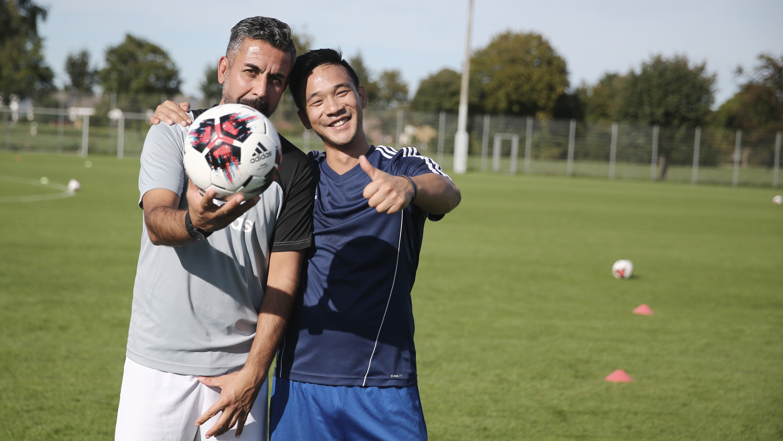 Zwei Teilnehmer während einer Trainingseinheit der Fortbildung der DFB-Elite-Jugend-Lizenz.