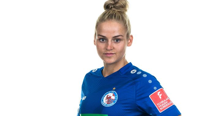 Profile picture of Lena Uebach